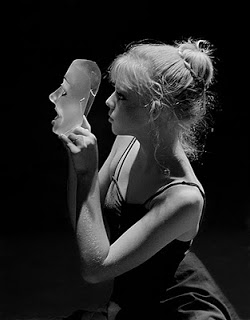 mi_portrait_uh_girl_with_mask