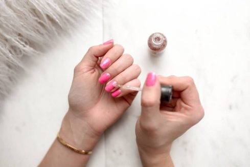 How-to-Paint-Nail-Polish-742x496
